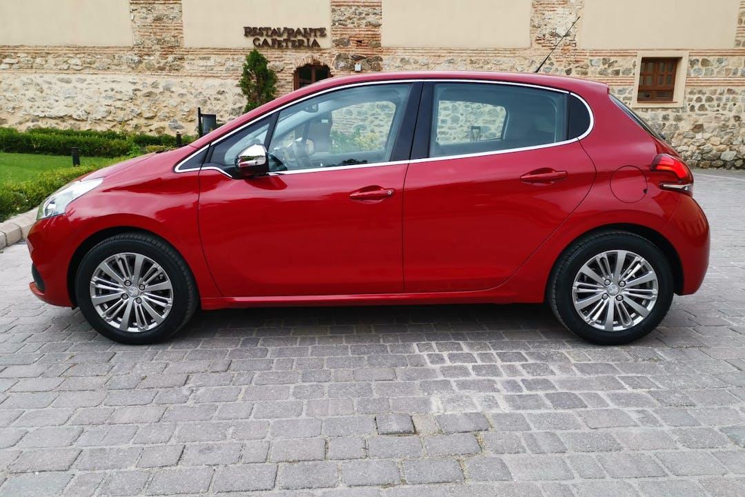 Alquiler barato de Peugeot 208 cerca de 28008 Madrid.