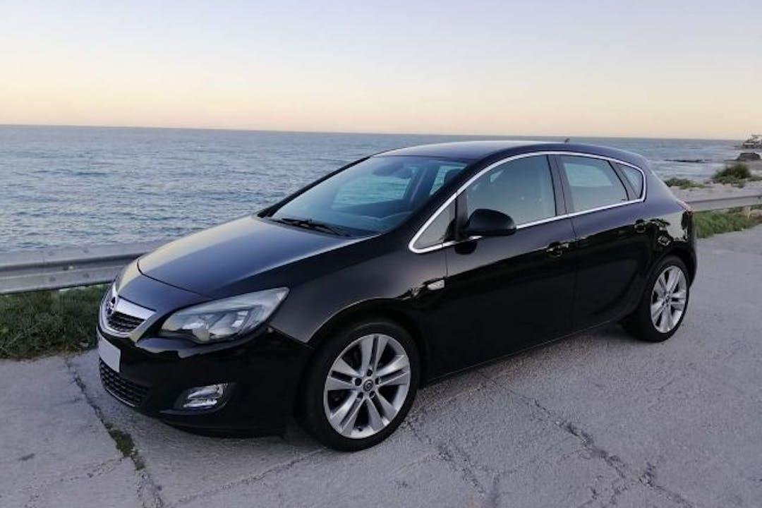 Alquiler barato de Opel Astra 1.7 Cdti 125 Cosmo cerca de 29004 Málaga.