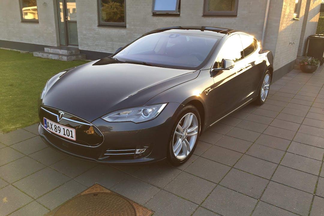 Billig billeje af Tesla S90 med GPS nær 6230 Rødekro.