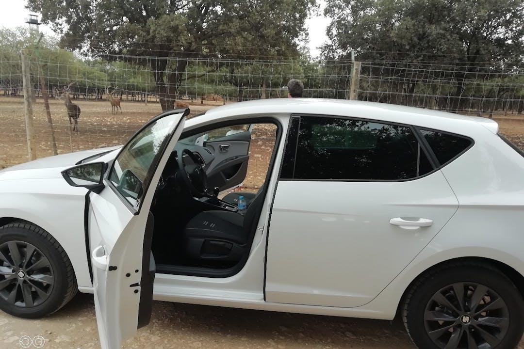 Alquiler barato de Seat Leon Style 1.5tgi Gnc S/S con equipamiento GPS cerca de 34480 Alar del Rey.