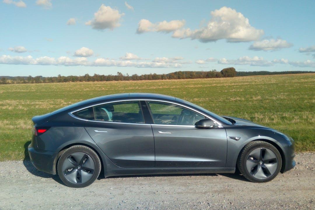 Billig billeje af Tesla Model 3 Longe Range Dual Motor med Aircondition nær 9520 Skørping.