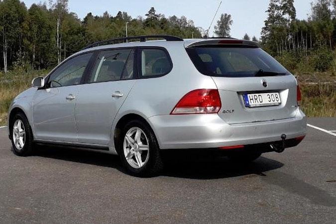 Billig biluthyrning av Volkswagen Golf Kombi med Barnsäte i närheten av  Stockholm.