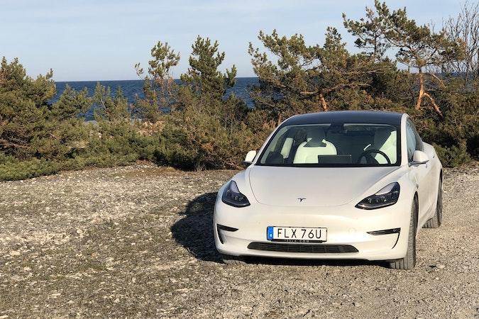 Billig biluthyrning av Tesla Model 3 Long range i närheten av 120 32 .