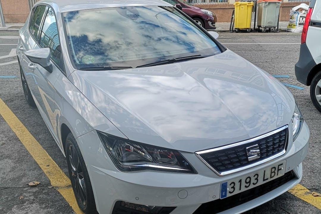 Alquiler barato de Seat Leon Style 1.5tgi Gnc S/S con equipamiento GPS cerca de  Madrid.