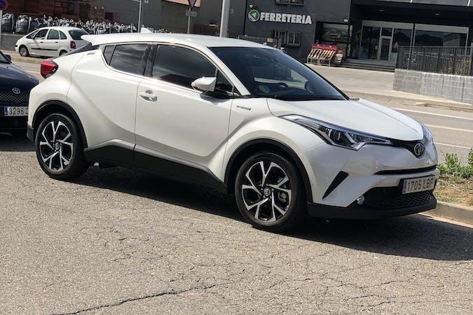 Alquiler barato de Toyota C-Hr cerca de  Girona.