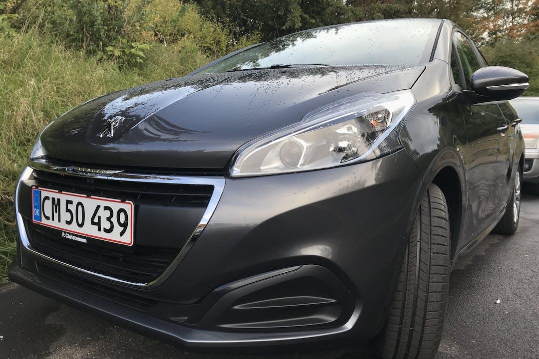 Billig billeje af Peugeot 208 nær 2990 Nivå.