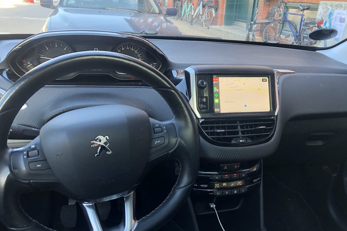 Billig billeje af Peugeot 208 nær 2400 København.