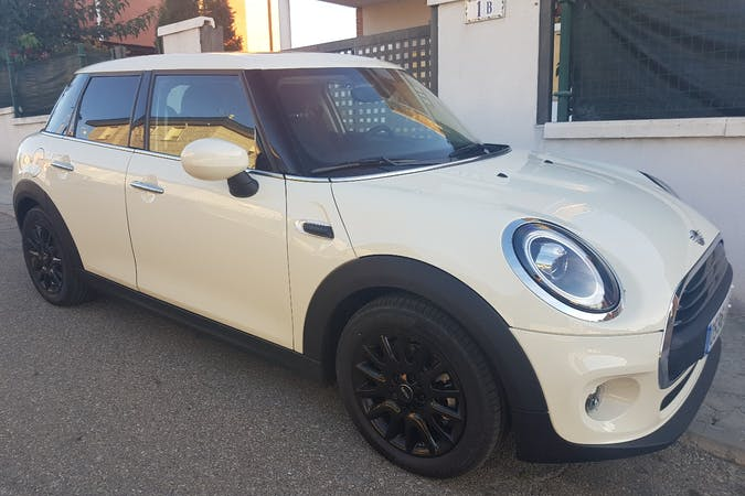 Alquiler barato de Mini Mini One cerca de 47140 Laguna de Duero.
