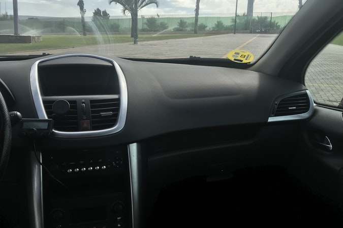 Alquiler barato de Peugeot 207 X-Line 1.6 Hdi cerca de 29004 Málaga.