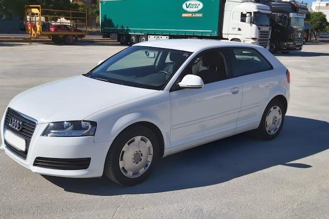 Alquiler barato de Audi A3 1.6 Ambiente cerca de 46013 València.