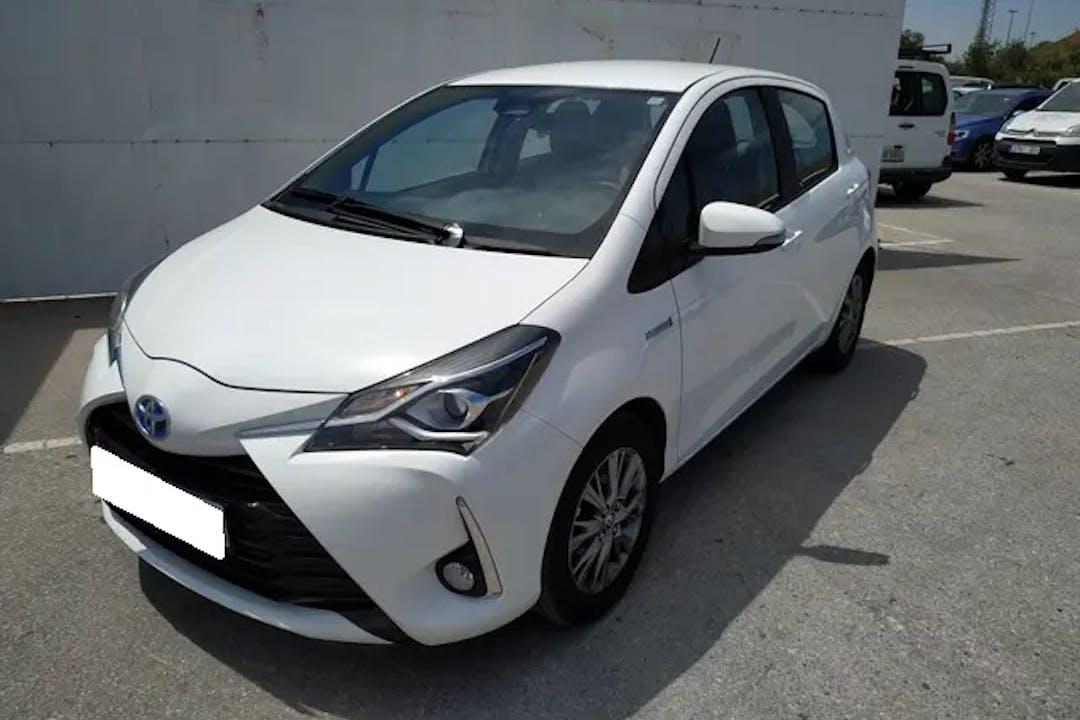 Alquiler barato de Toyota Yaris Active 1.5 Hsd con equipamiento GPS cerca de 46018 València.