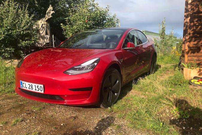 Billig billeje af Tesla Model 3 med GPS nær 8410 Rønde.