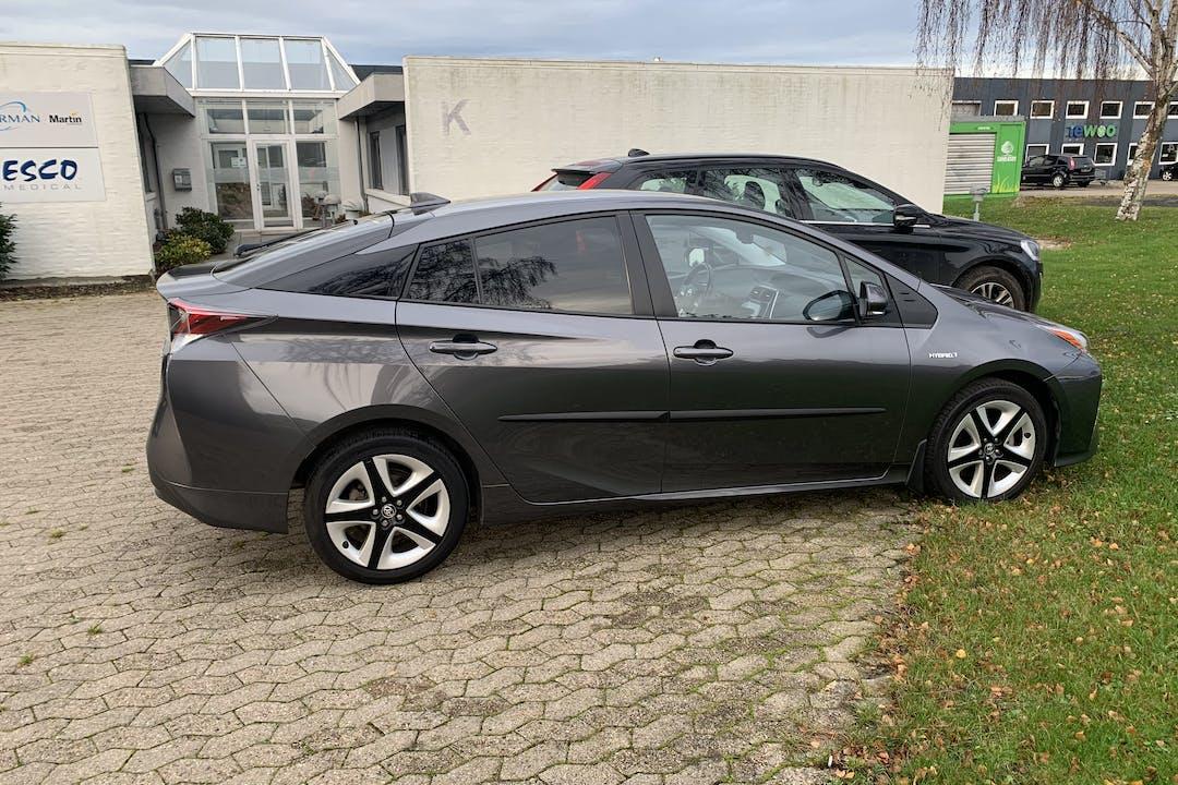 Billig billeje af Toyota Prius med Aircondition nær 2100 København.
