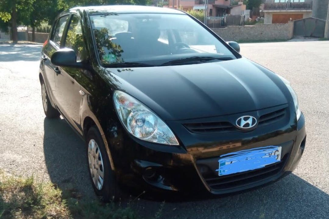 Alquiler barato de Hyundai I20 1.2 Classic cerca de 08024 Barcelona.
