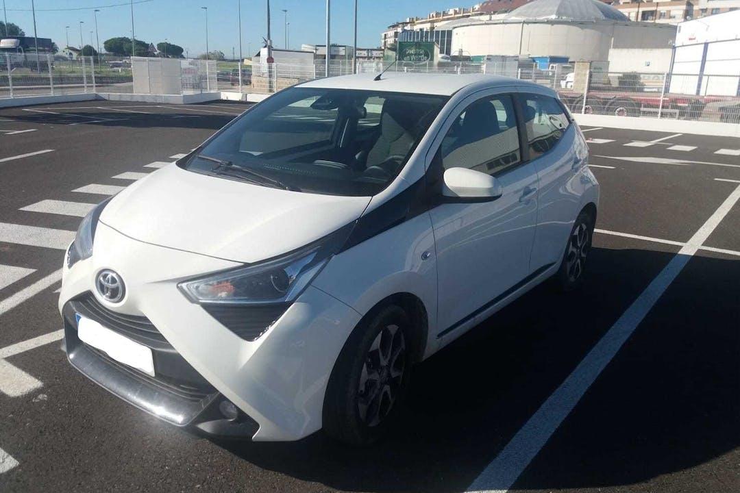 Alquiler barato de Toyota Aygo 1.0 Vvt-I X-Play con equipamiento Bluetooth cerca de 46004 València.