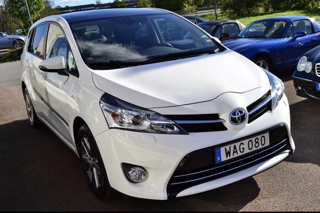 Billig biluthyrning av Toyota Verso med Aircondition i närheten av  Kronogården-Lextorp.
