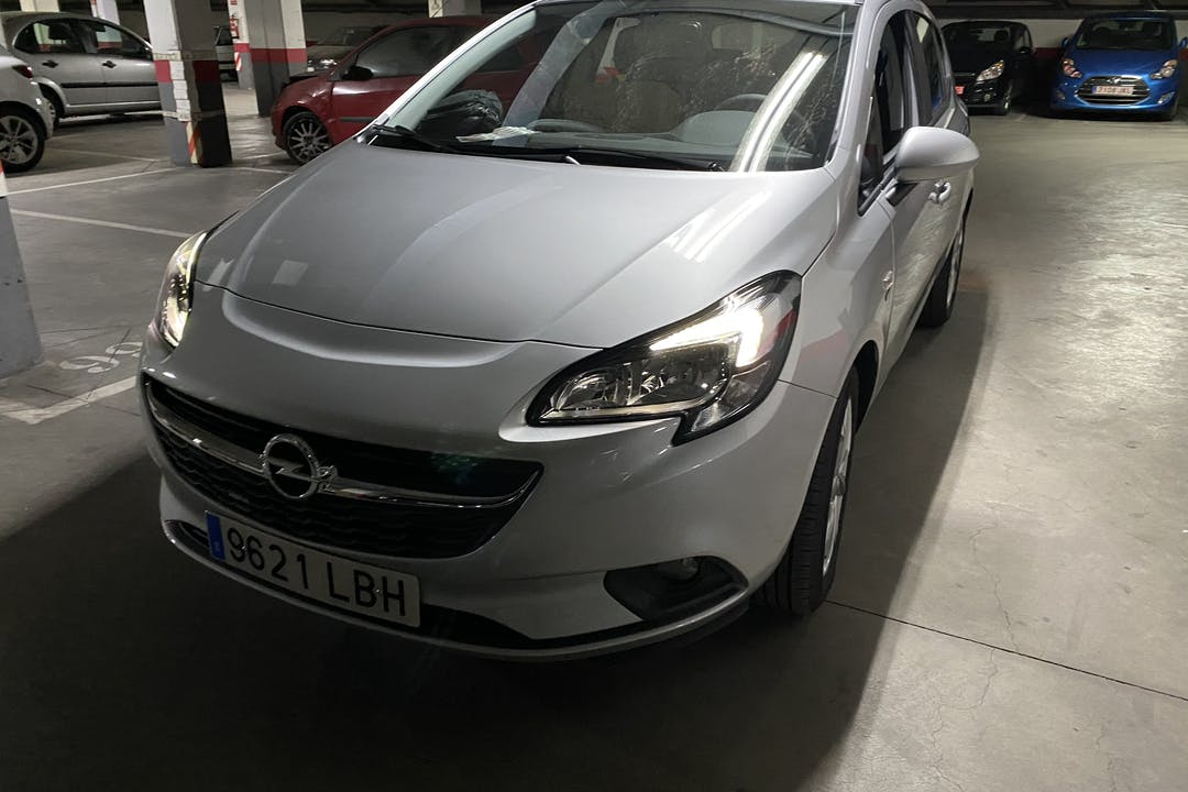 Alquiler barato de Opel Corsa 1.4 90 Business cerca de 28004 Madrid.