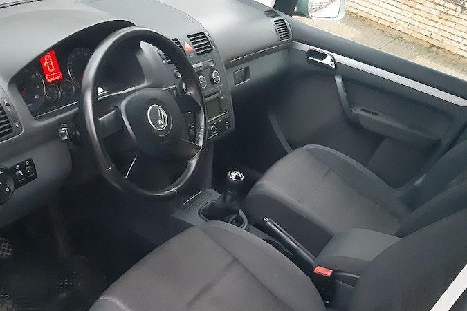 Alquiler barato de Volkswagen Touran 1.4 Tsi Highline cerca de 31015 Pamplona.