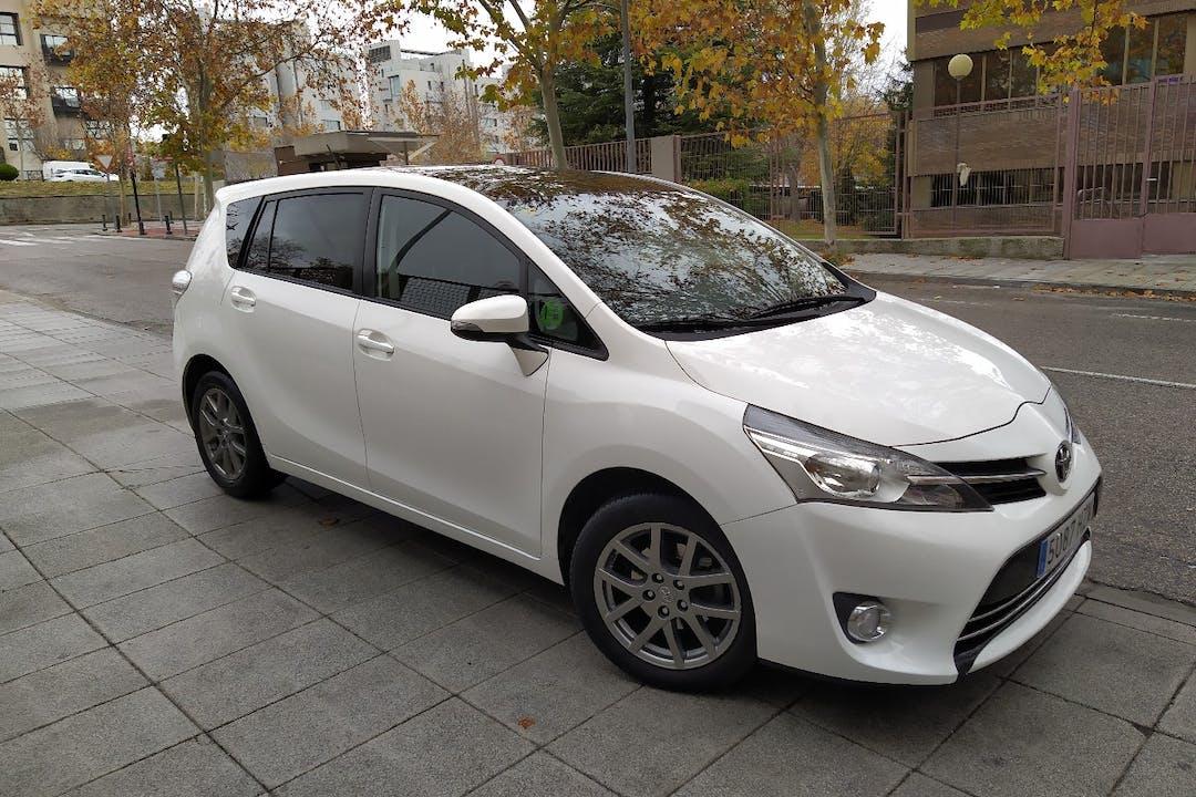 Alquiler barato de Toyota Verso cerca de 28702 San Sebastián de los Reyes.