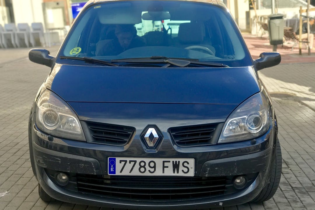 Alquiler barato de Renault Grand Scenic cerca de 28027 Madrid.