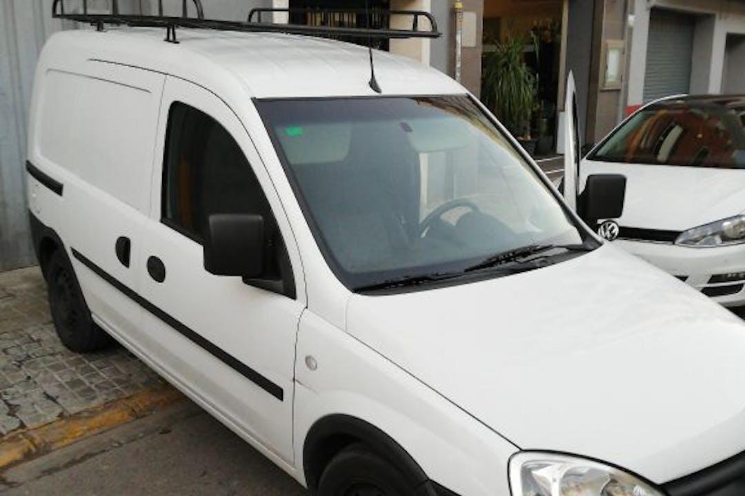 Alquiler barato de Opel Combo F Cargo 1.3cdti 75 cerca de 46019 València.