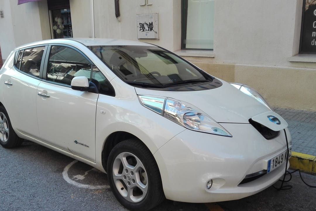 Alquiler barato de Nissan Leaf Acenta 30Kwh cerca de 08640 Olesa de Montserrat.