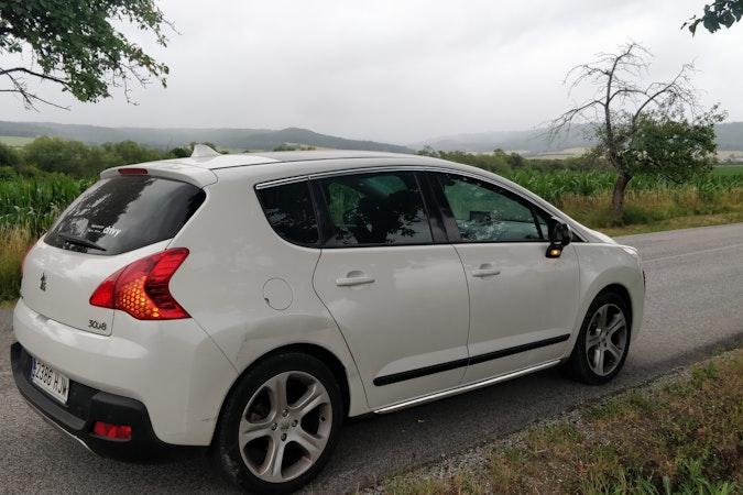 Alquiler barato de Peugeot 3008 Active 2.0 Hdi cerca de 08014 Barcelona.