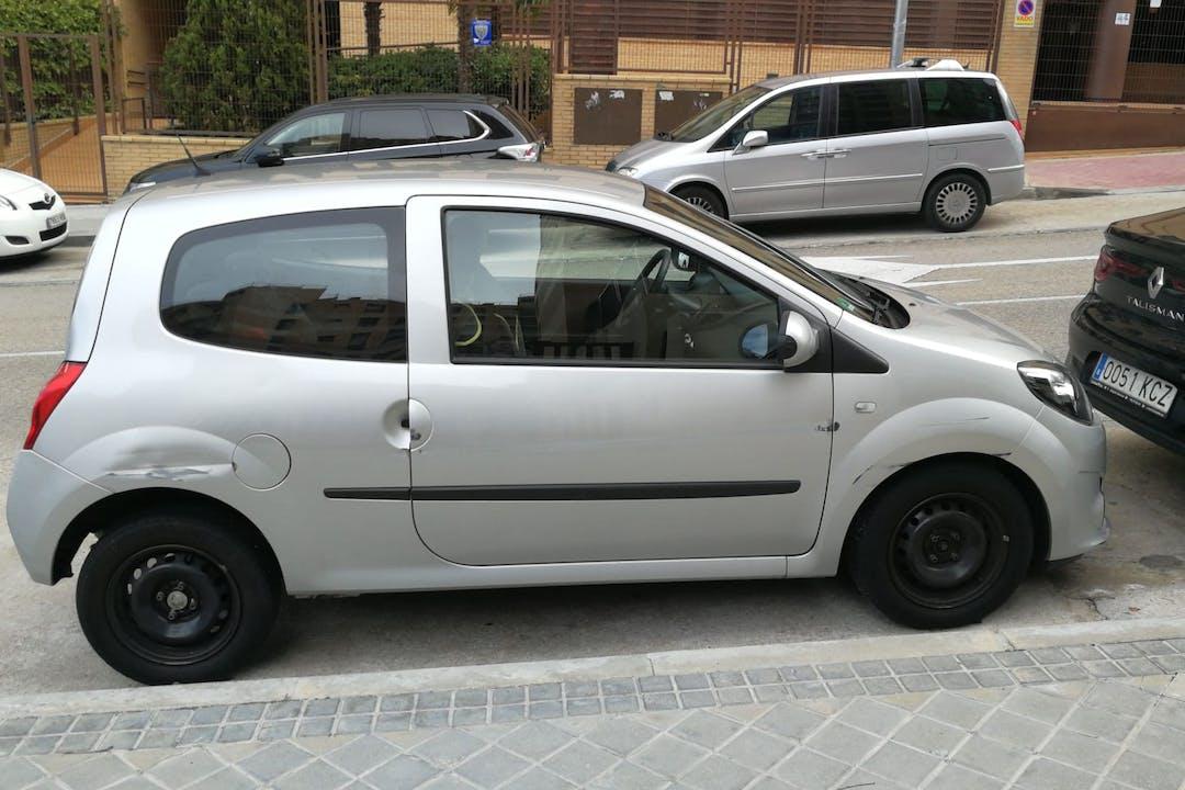 Alquiler barato de Renault Twingo 1.1 Easy cerca de 28050 Madrid.