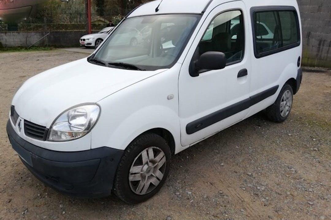 Alquiler barato de Renault Kangoo cerca de 08023 Barcelona.