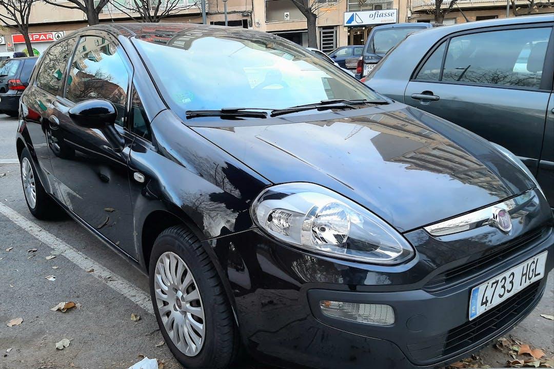 Alquiler barato de Fiat Punto Grande 1.2 Active 69 con equipamiento Bola de remolque cerca de 08206 Sabadell.