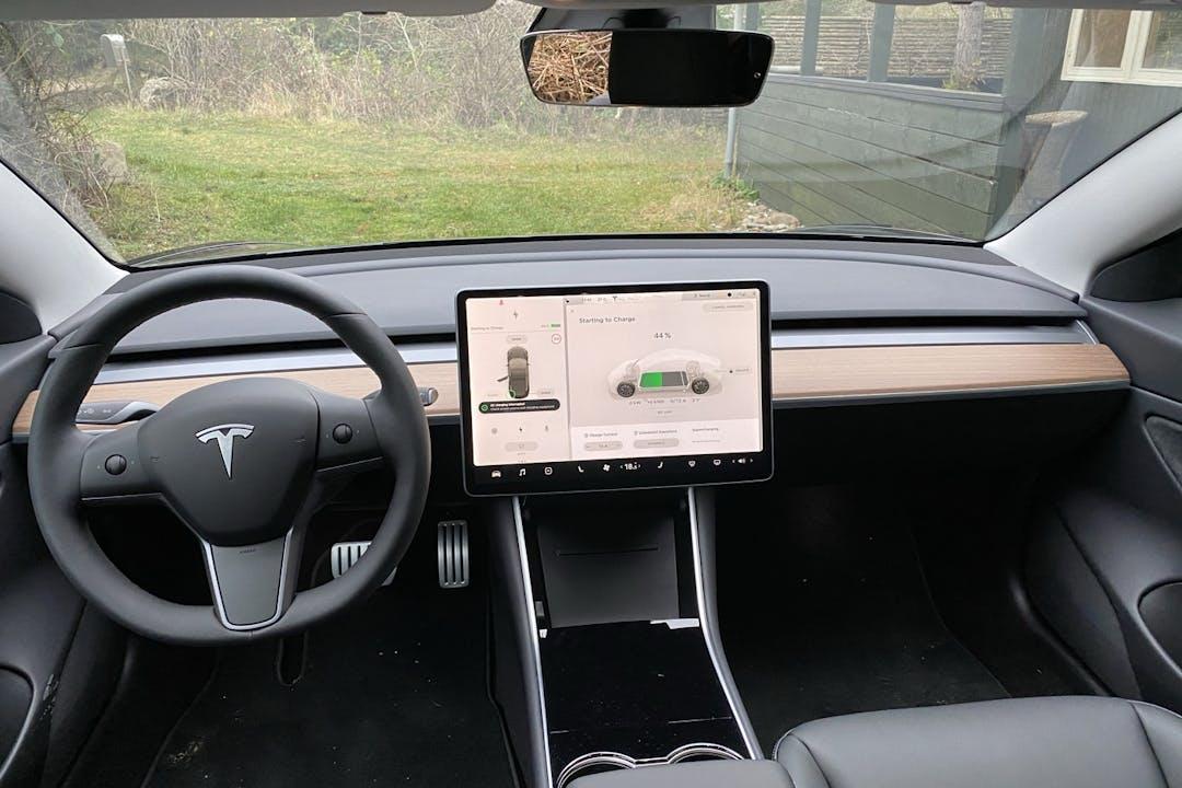 Billig billeje af Tesla Model 3 Performance med GPS nær 2400 København.