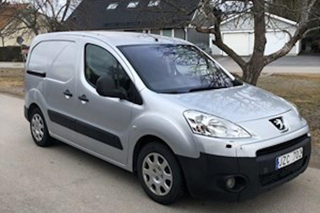 Billig biluthyrning av Peugeot Partner i närheten av 803 20 Norrtull.
