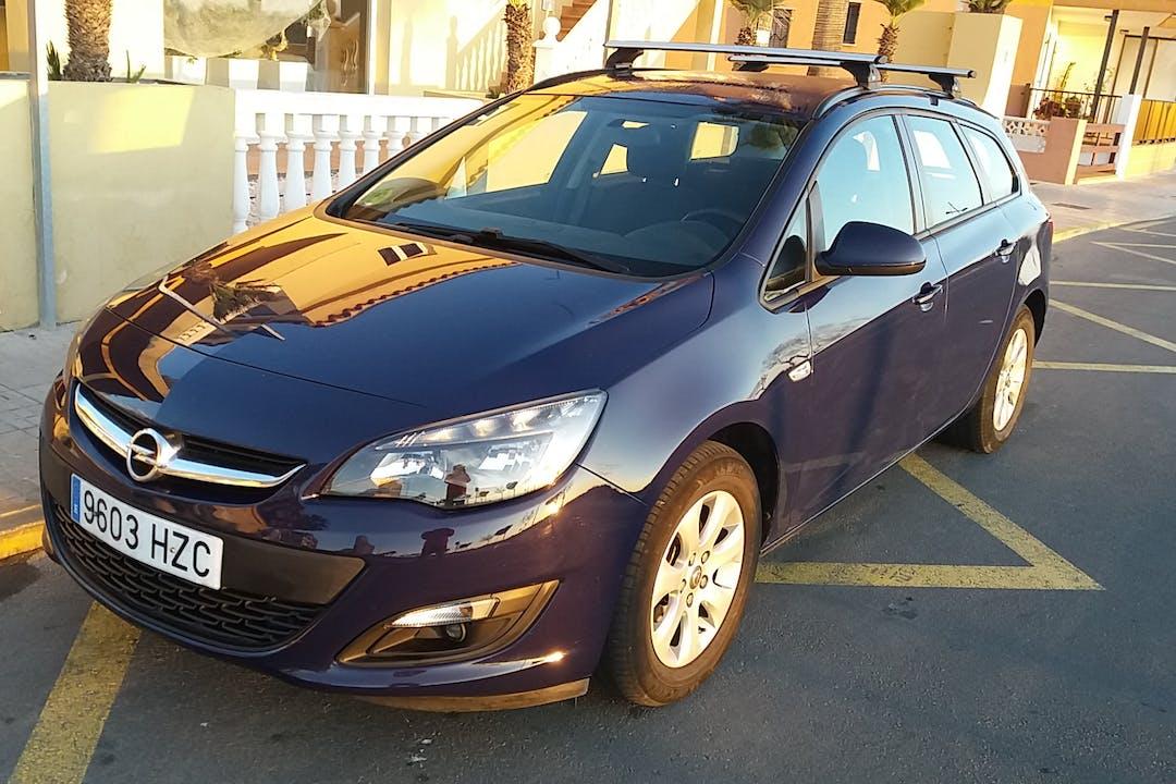 Alquiler barato de Opel Astra 1.7 Cdti 110 Excellence cerca de 12598 Peníscola.