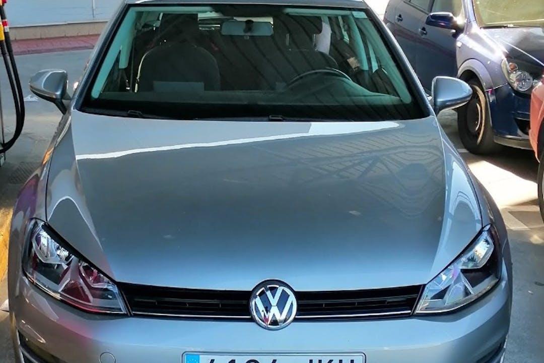 Alquiler barato de Volkswagen Golf Bluemotion 1.6 Tdi 110 cerca de 08038 Barcelona.