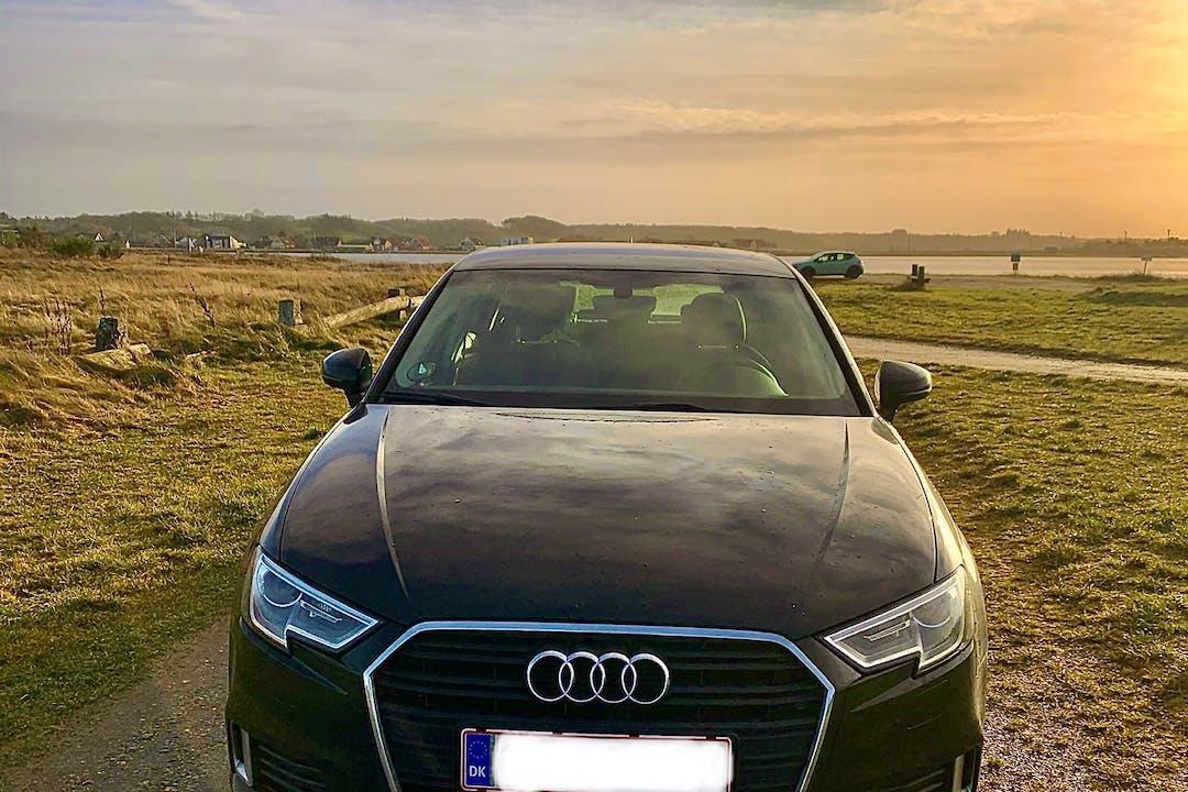 Billig billeje af Audi A3 med GPS nær 2300 København.