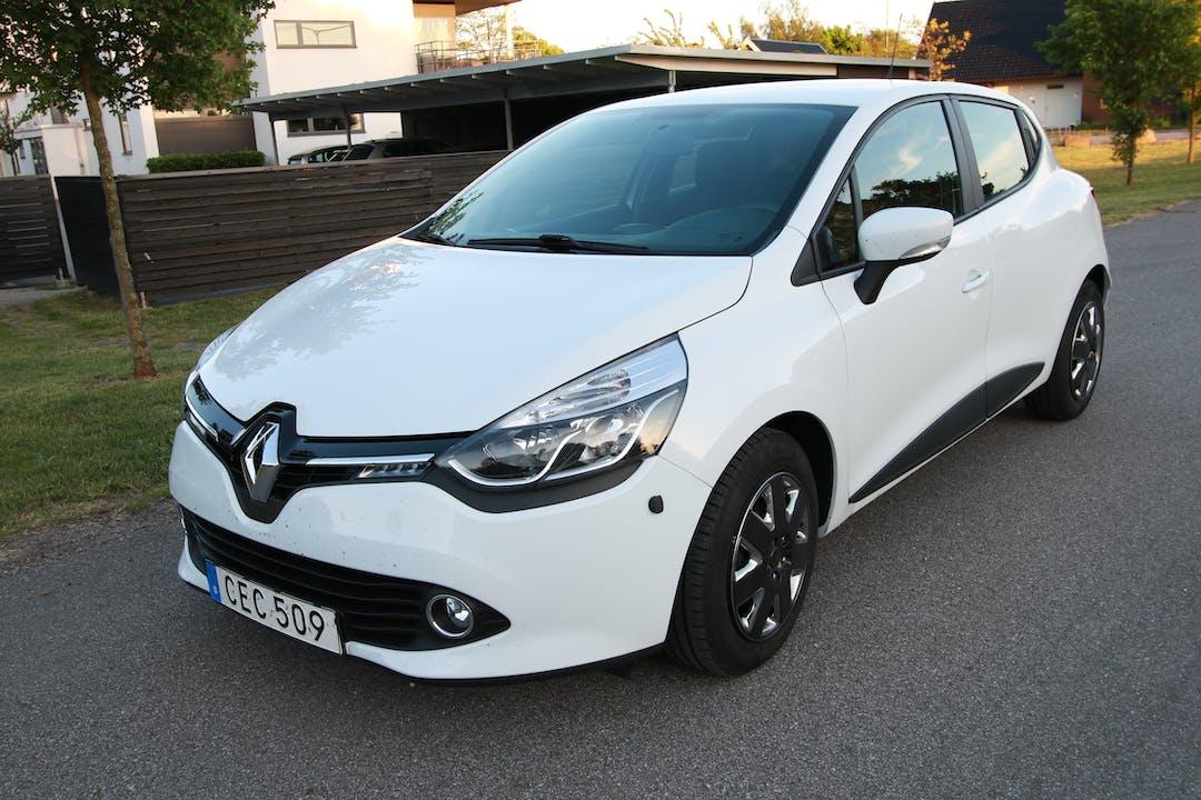 Billig biluthyrning av Renault Clio 1.5 (4 dörr) i närheten av 218 38 Väster.