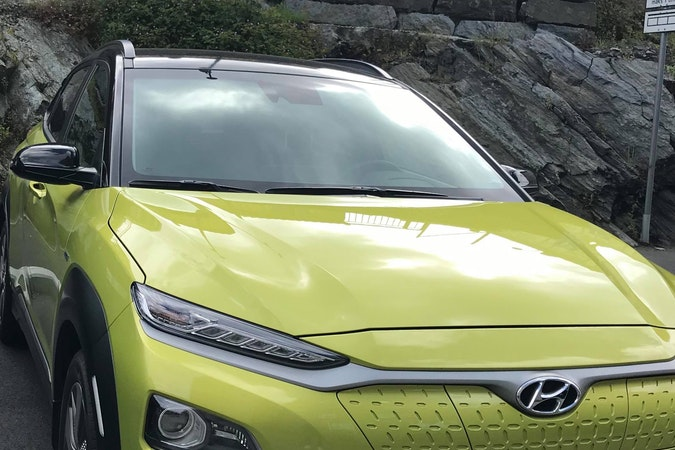 Billig leie av Hyundai Kona med Vinterdekk nærheten av 4014 .