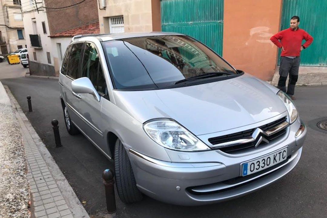 Alquiler barato de Citroën C8 cerca de 50003 Zaragoza.