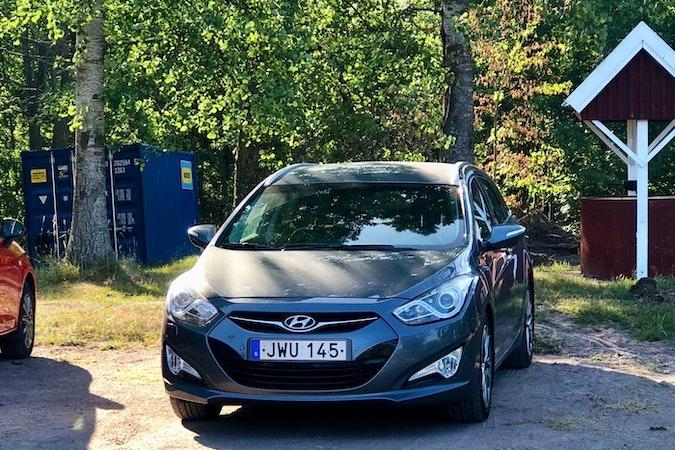 Billig biluthyrning av Hyundai i40 med Dragkrok i närheten av 602 33 Gamla Staden.