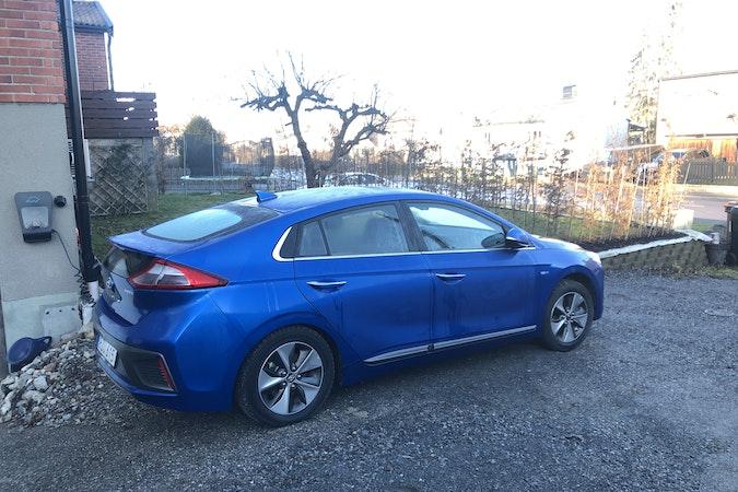 Billig biluthyrning av Hyundai Ioniq i närheten av 125 40 Enskede-Årsta-Vantör.
