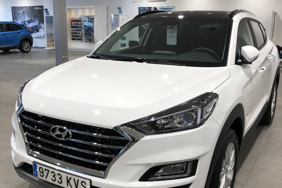 Alquiler barato de Hyundai Tucson 1.6 Gdi Bd Essence 4x2 con equipamiento GPS cerca de 04008 Almería.
