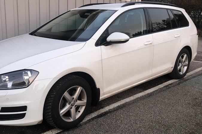Billig biluthyrning av Volkswagen Golf med Dragkrok i närheten av 425 65 Kärra.