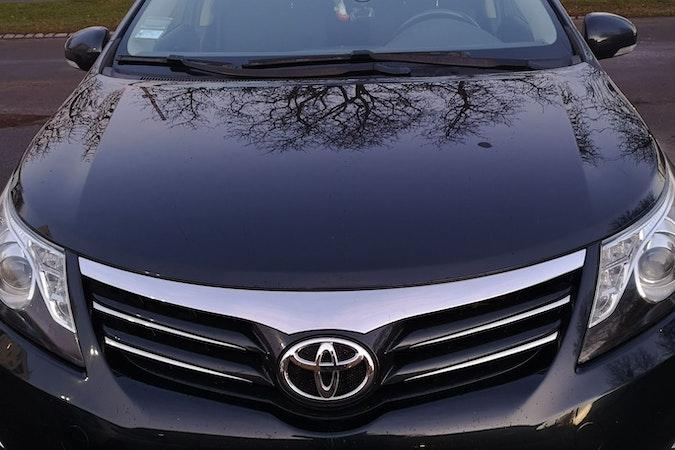 Billig biluthyrning av Toyota Avensis med Cykelhållare i närheten av  .