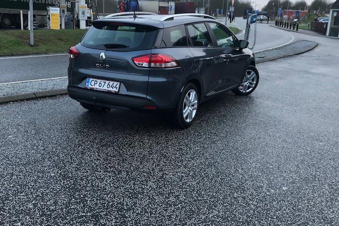 Billig billeje af Renault Clio SW nær 2450 København.