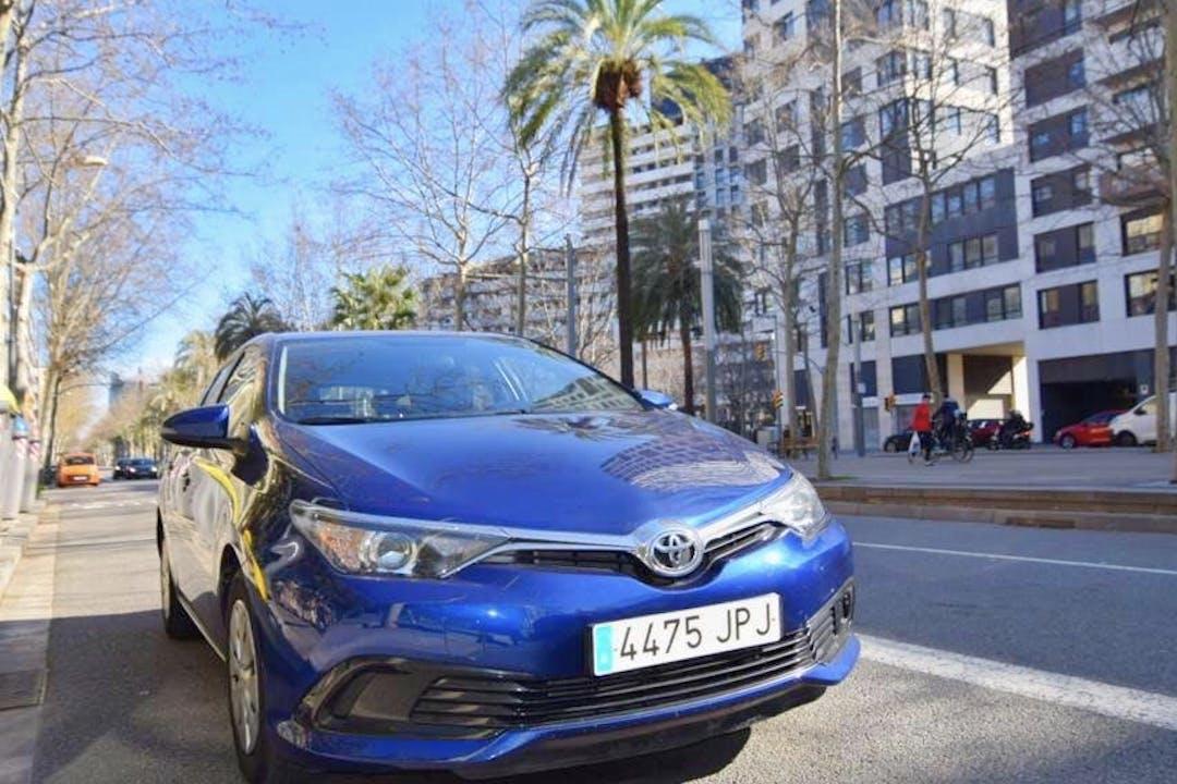 Alquiler barato de Toyota Auris cerca de 08013 Barcelona.