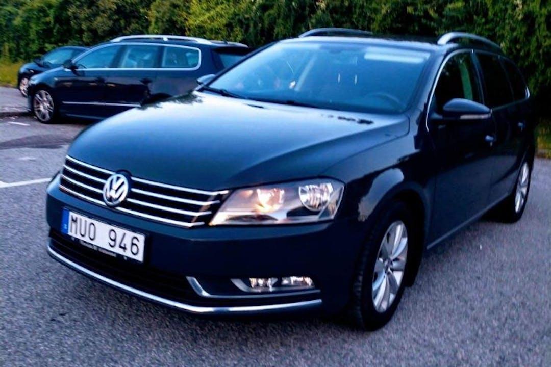 Billig biluthyrning av Volkswagen Passat TDI Auto med Dragkrok i närheten av 212 19 Kirseberg.