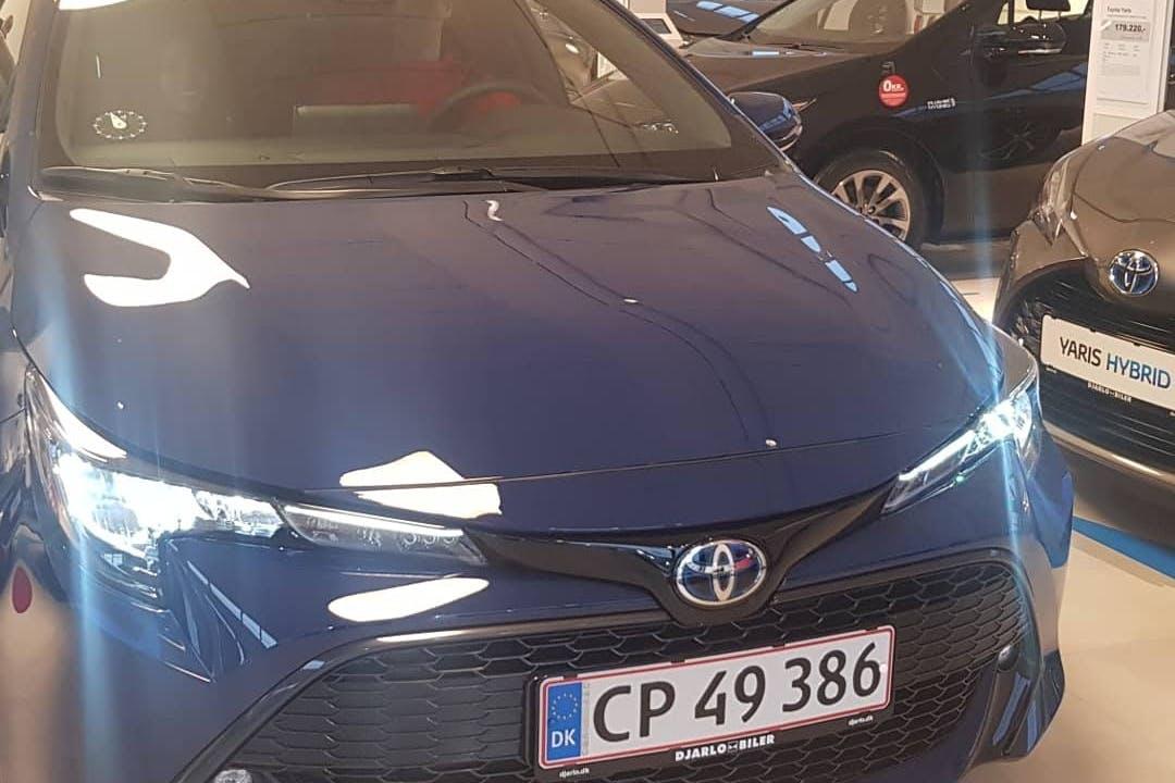 Billig billeje af Toyota Corolla med Isofix beslag nær 2980 Kokkedal.