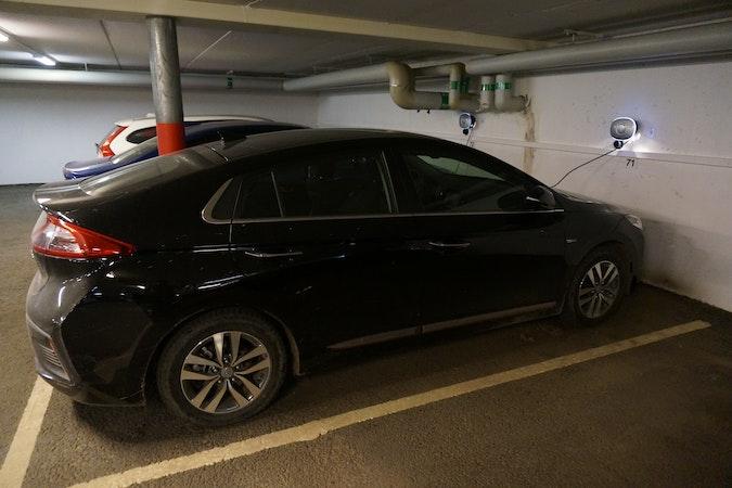 Billig biluthyrning av Hyundai Ioniq i närheten av 120 39 Enskede-Årsta-Vantör.
