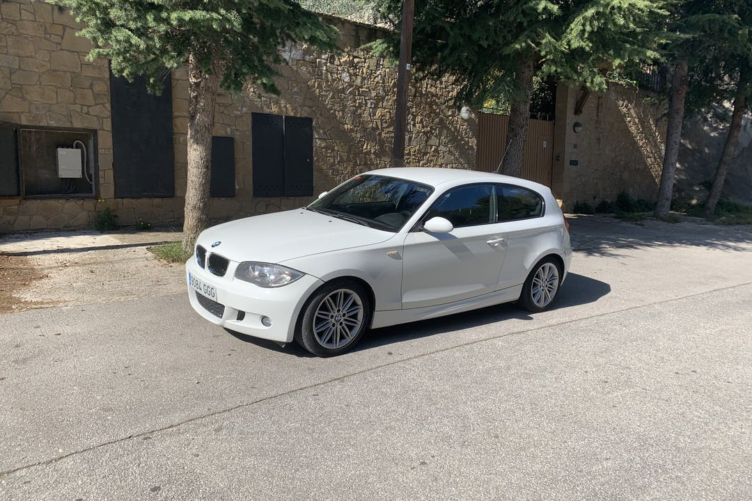 Alquiler barato de BMW Serie 1 cerca de 08029 Barcelona.