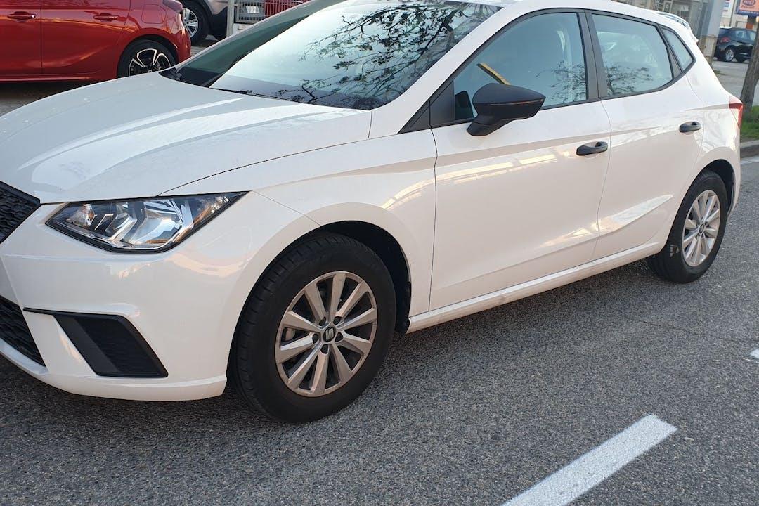 Alquiler barato de Seat Ibiza cerca de 08700 Igualada.